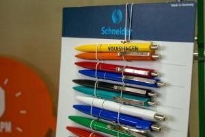 От чего зависит цена на ручки с логотипом
