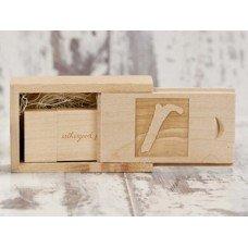 Деревянная коробочка для флешки